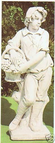 Gartenfigur Junge mit Obstkorb