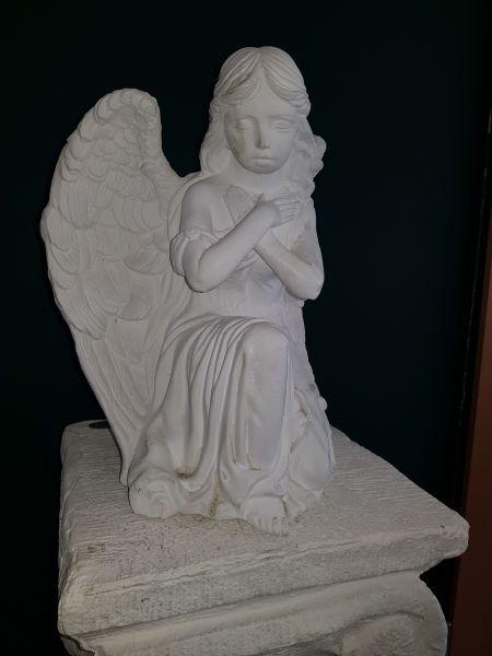 Gartenfigur Engel auf Knien