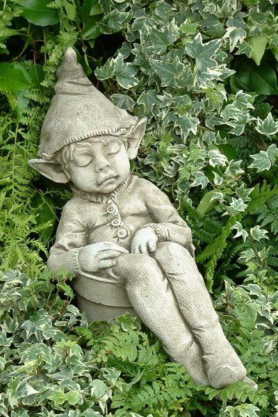 """Gartenfigur """"Joe, asleep..."""", © by Fiona Scott, Steinguss"""