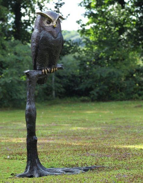 Bronzefigur Eule auf Stamm