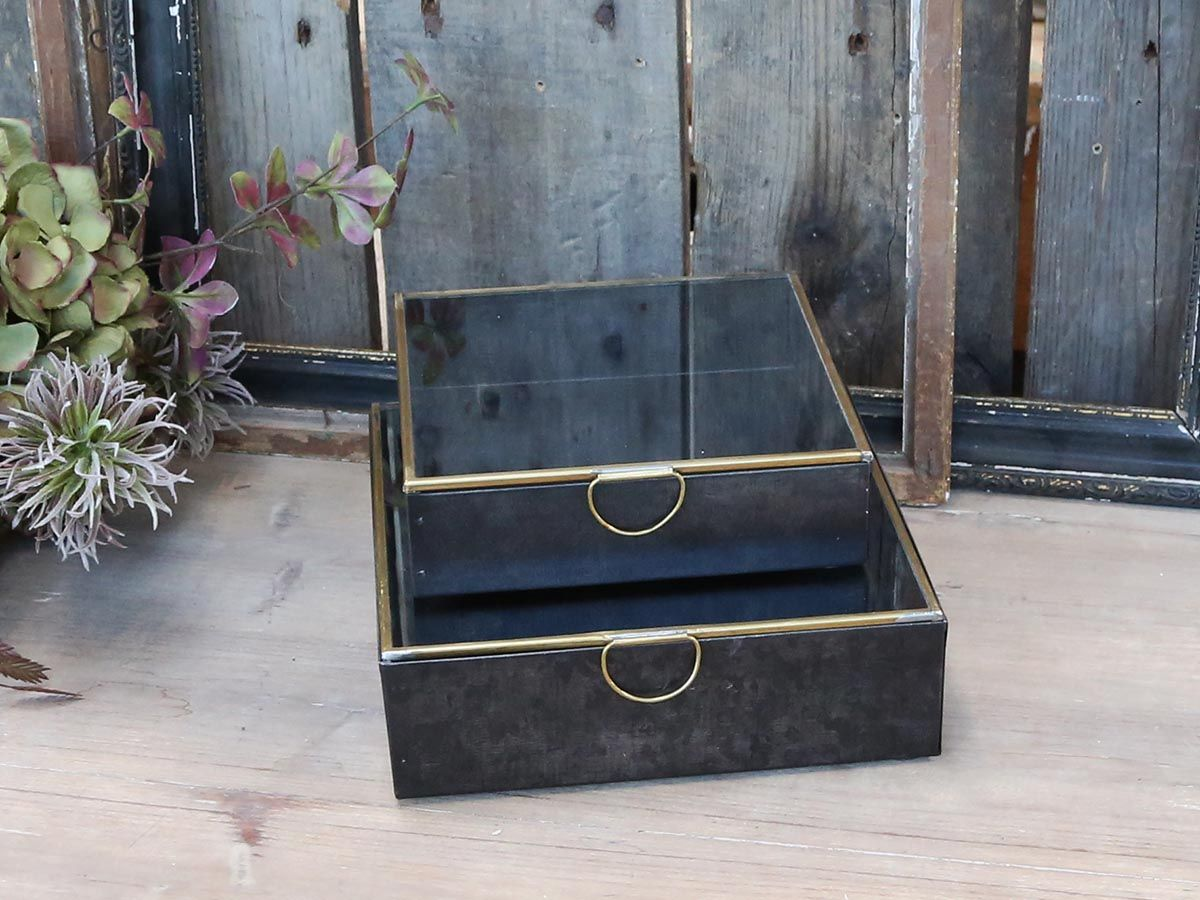 Box mit Messingdetails von Chic Antique