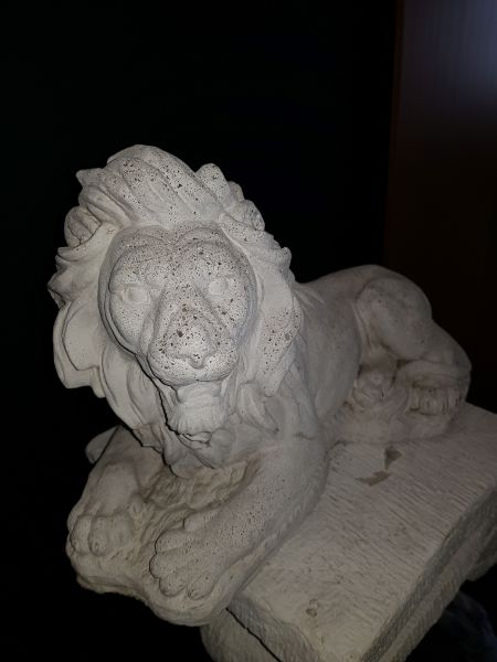 Gartenfigur Löwe liegend