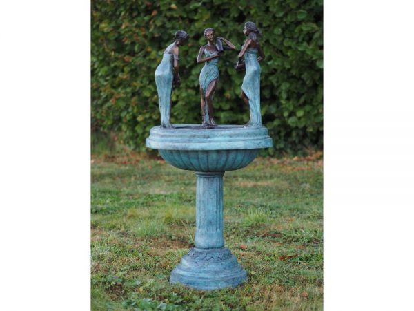 Brunnen 3 Frauen mit Krug aus Bronze