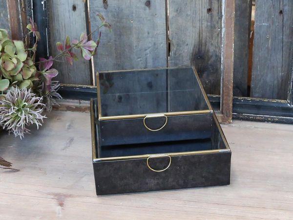 Box mit Messingdetails von Chic Antique