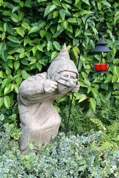 "Gartenfigur ""DICK"", Schleicher, © by Fiona Scott (m. Laterne)"