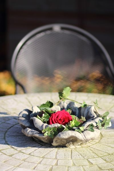 """Gartenfigur """"ROSENSCHALE"""" aus Steinguss"""