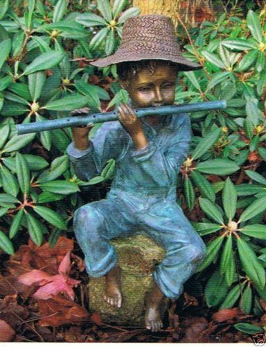 Bronzefigur Junge mit Querflöte