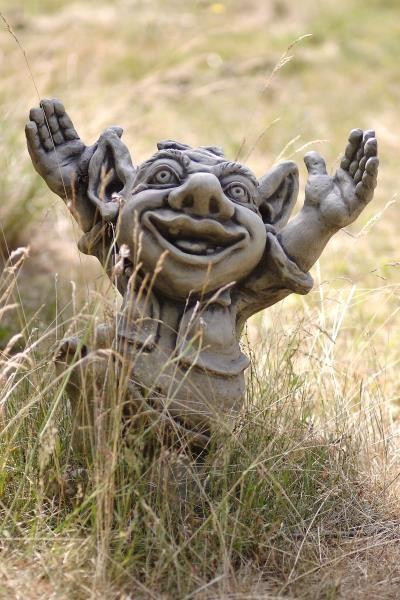 "Gartenfigur Troll jubelnd ""GALAHAD"", Steinguss"
