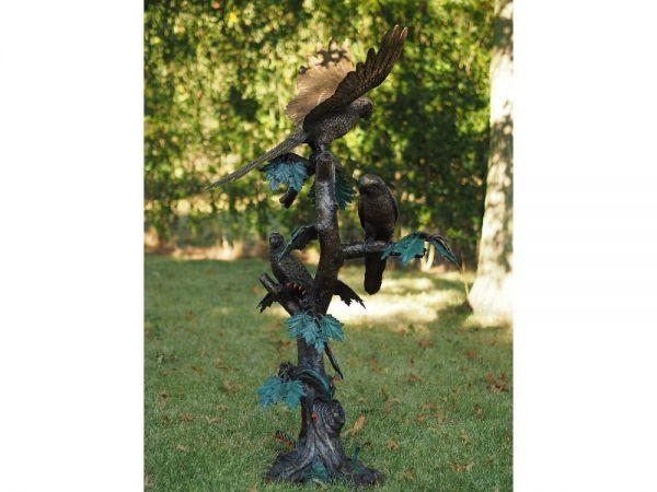 Bronzefigur Papageien auf Stamm