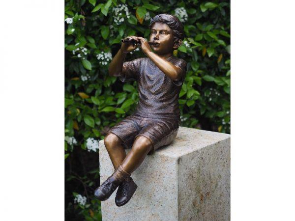 Bronzefigur Junge mit Flöte