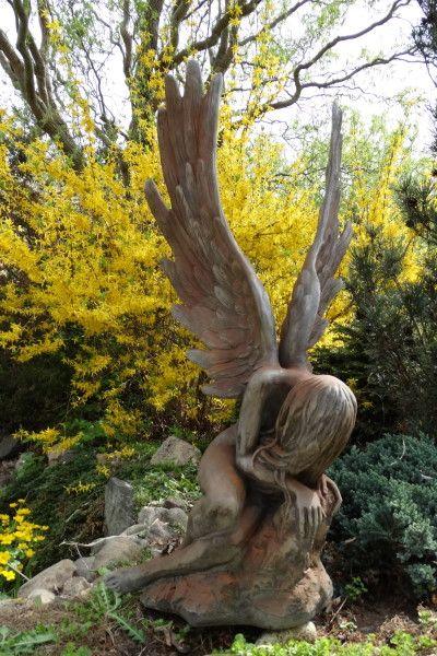Gartenfigur Engel SERAFINA, Steinguss, Rosteffekt