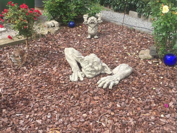 """Gartenfigur Troll Carlos junior """"MAGNUS"""", inkl. Arm, Steinguss"""