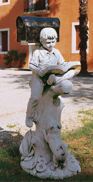 Gartenfigur Junge mit Buch