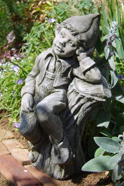 "Gartenfigur Elfe ""PEACHES"", Steinguss, © by Fiona Scott"