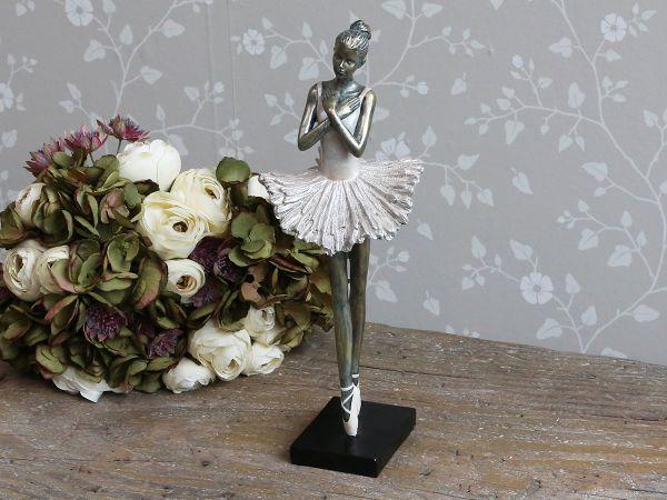 Ballerina stehend von Chic Antique