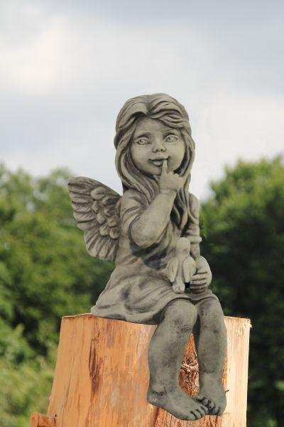 "Gartenfigur Engel ""DARA"", Kantenhocker, Steinguss incl. Vogel"