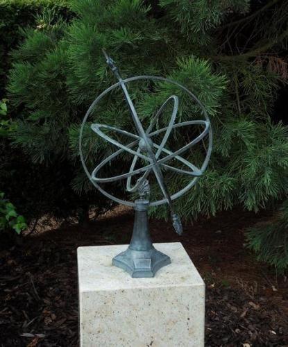 Bronzefigur Sonnenuhr 67cm