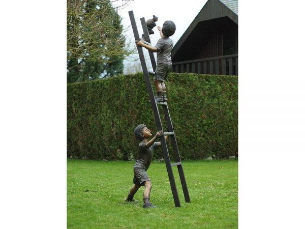 Bronzefigur 2 Kinder auf Leiter mit Katze