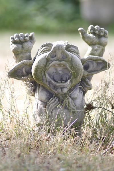 """Gartenfigur Troll gähnend """"DORIAN"""", Steinguss"""