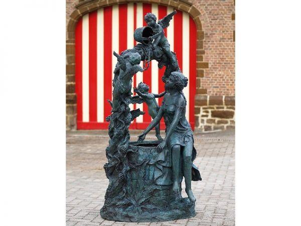 Brunnen Frau und Engel am Wasserbrunnen aus Bronze