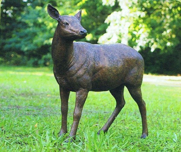 Bronzefigur Hirsch weiblich
