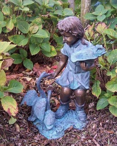 Bronzefigur Mädchen mit Gänsen