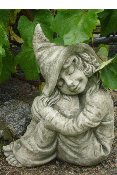"""Gartenfigur """"HAZEL"""", kleine Hexe, © by Fiona Scott"""