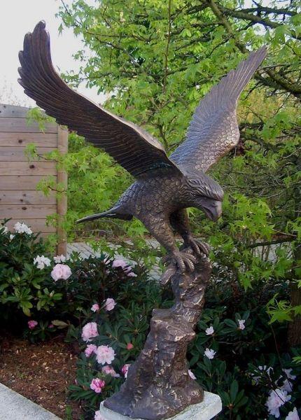 Bronzefigur Adler mit offenen Flügeln