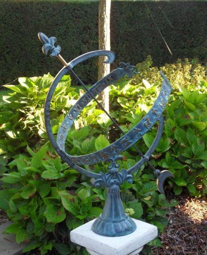 Bronzefigur Sonnenuhr mit Sternbild