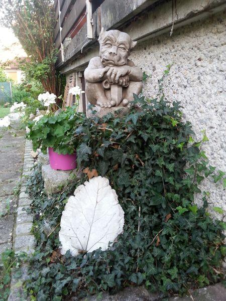 """Gartenfigur """"SWORD GARGOYLE"""" klein © by Fiona Scott, Steinguss"""