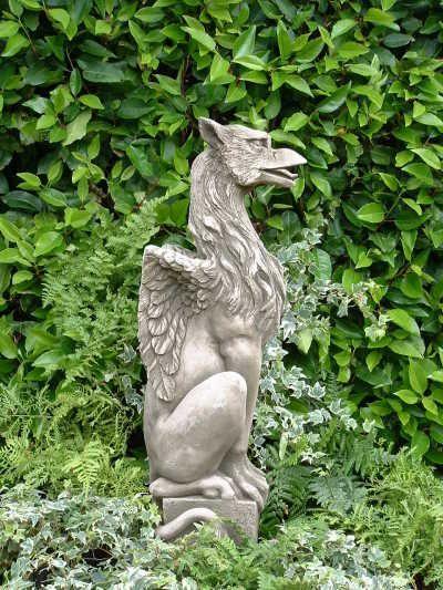 "Gartenfigur ""GRYPHON"", stolzer Drache, © by Fiona Scott"
